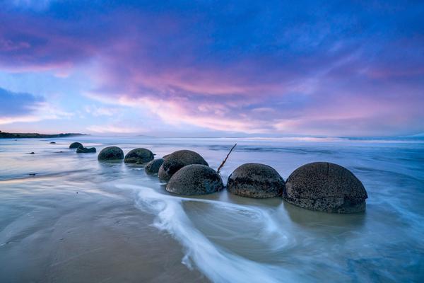 大自然的馈赠!新西兰摩拉基海滩看大圆石鬼斧神工