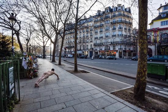 《那一刻》2015年11月13日晚 巴黎连环恐袭事件