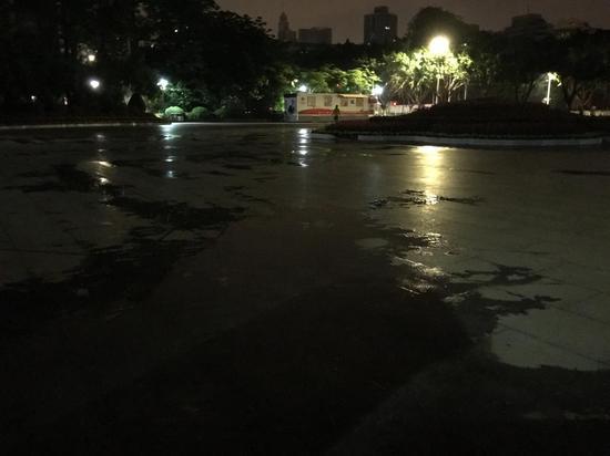 5月8日凌晨广州英雄广场。
