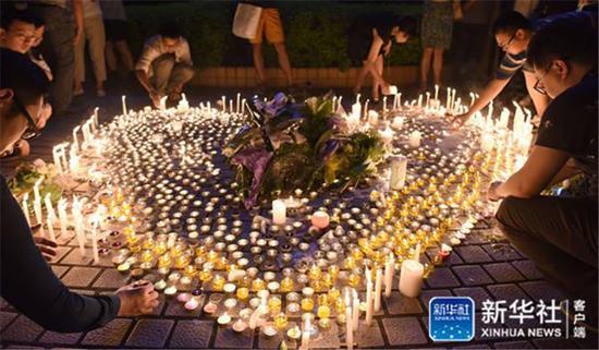 5月7日晚广东省人民医院门口。