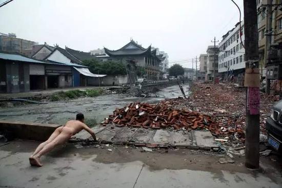"""《那一刻》2013年2月16日 温州""""悬赏""""环保局长下河游泳事件 作品1号"""