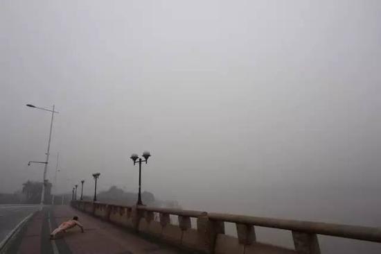 《那一刻》2014年3月12日 广州严重雾霾 (小蛮腰发射了)