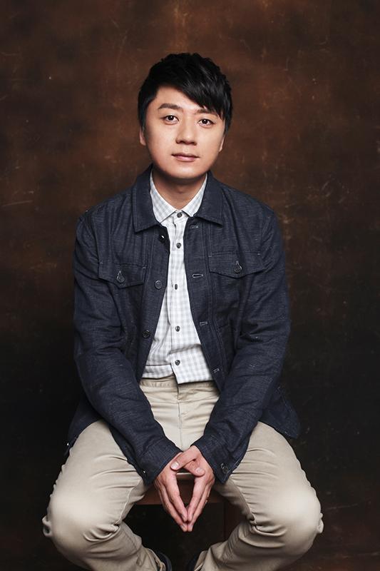 张磊曝新写真展熟男魅力:我喜欢顺其自然
