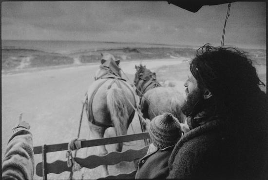 贾克、艾尔与贾许来到服可海边,芬尼斯堤尔,Jean-Francois Castell作品,1997