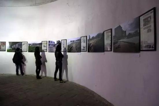 第五届连州展《在这里,读懂中国——南方周末与区志航的俯卧撑》展览现场