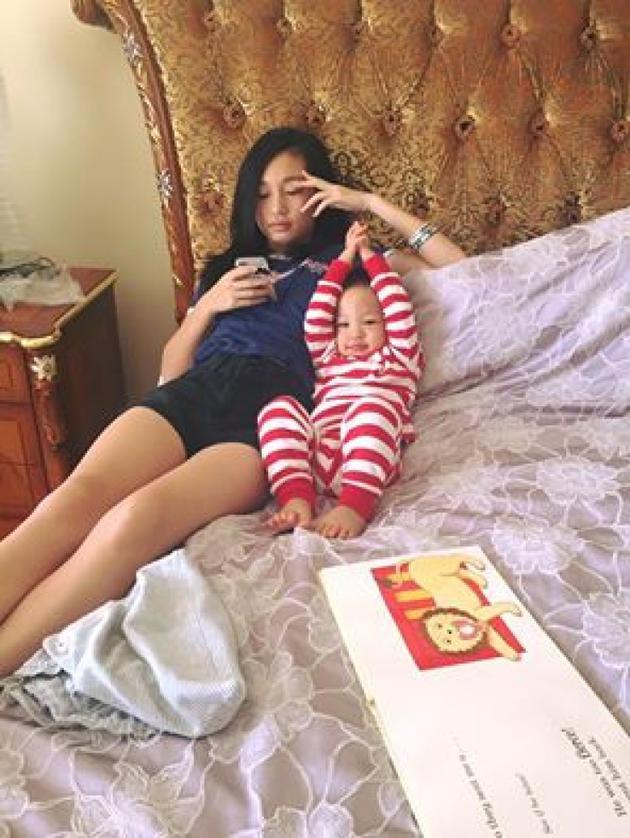 徐若瑄晒出二姐和小V宝的合照
