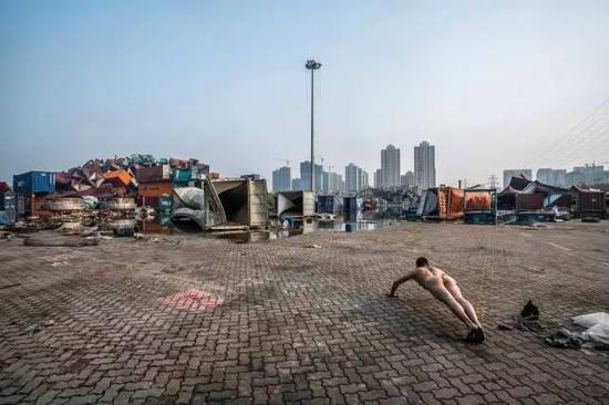 《那一刻》2015年8月12日晚 天津港特别重大火灾爆炸事故 作品1号
