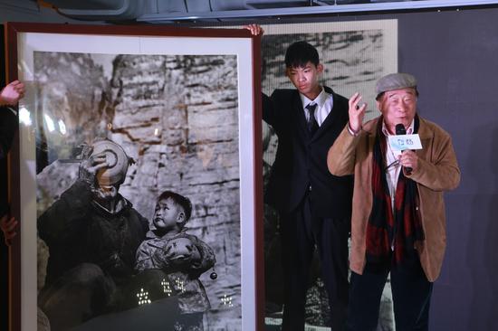 中国艺术摄影学会执行会长朱宪民携作品《民以食为天》