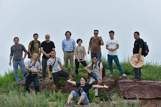 2016年8月第一次许村活动(部分成员)在走马槽合影,邵玉刚摄影