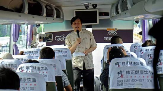 张望老师在车上宣布公益的宗旨与纪律