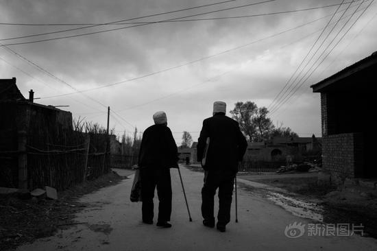 三等奖:《生活在长城脚下的人》 作者:林正奇 山西临县人