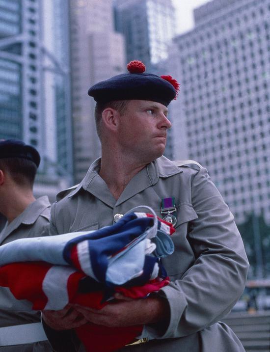 1997年,香港回归,英军卷旗走人