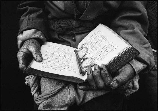 波格力在苗族地区传教之初就创制了苗文,出版了大量圣经和宗教读本。