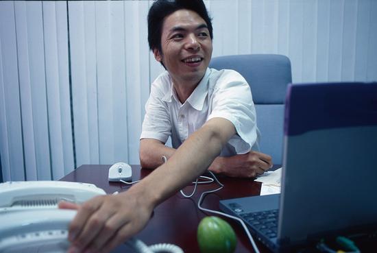 2000年,张小龙刚把foxmail卖给博大公司,后来他成了微信之父