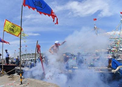 2017年8月16日上午,第十五届南海(阳江)开渔节在广东省阳江市海陵岛举行开船仪式。梁文栋 摄