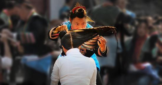 《丝丝入扣》叶蔚 苗族 摄于贵州安顺