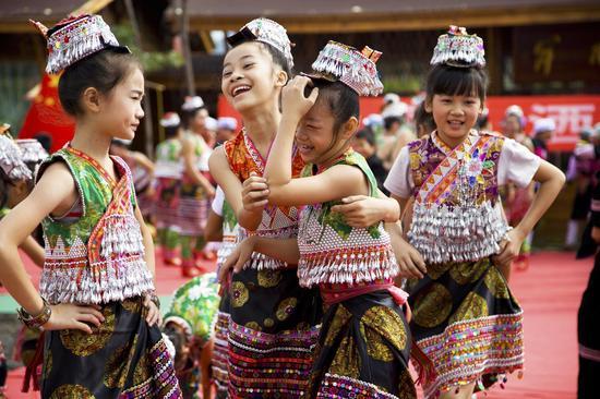 《快乐时光》黄集 傣族 摄于云南新平县嘎洒镇的国庆文艺演出