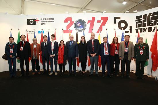 北京国际摄影周国际合作签约仪式合影