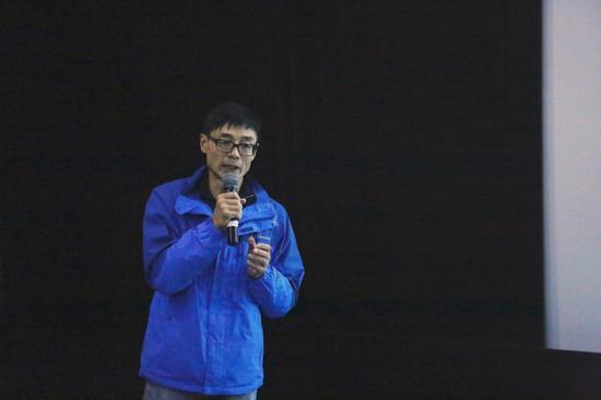 摄影师金汀在北京国际摄影周《符号》小型分享会现场发言
