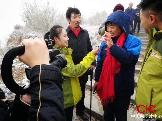 山西电视台记者采访摄影师