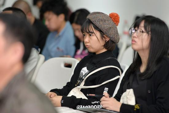 摄影共享经济研讨会现场,观众认真倾听嘉宾发言。 周星宜 摄