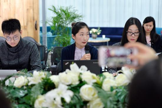 今日头条图片运营总监杨会就摄影共享经济分享实践经验。 周星宜 摄