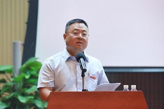 党委副书记、学务长沈建勇主持会议