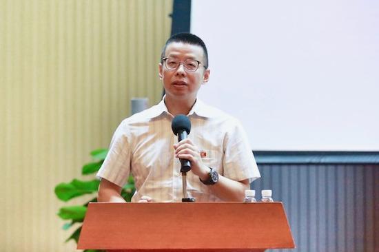 党委书记、校长陆丹号召全体师生认真学习党的十九大精神