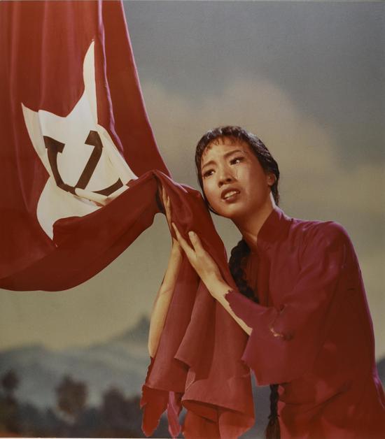 革命现代舞剧《红色娘子军》剧照。摄影:石少华