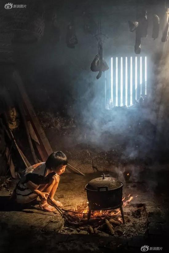 《穷人的孩子早当家》摄影:@三色堇lisa