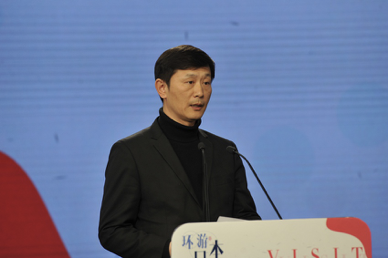 大赛评委、中国摄影家协会主席李舸宣读摄影组获奖名单