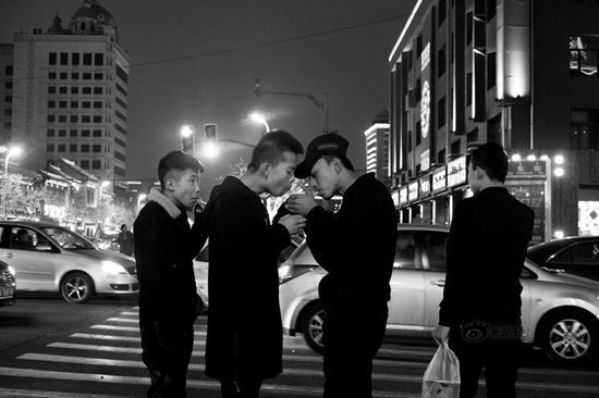 《年轻时代》摄影:@5580450392 来自于《生于街头》8月