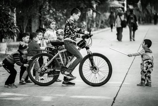 《一切行动听指挥》摄影:@Wuxiong967738  来自于《生于街头》11月