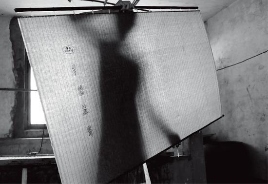 传统造纸,摄影:张旦