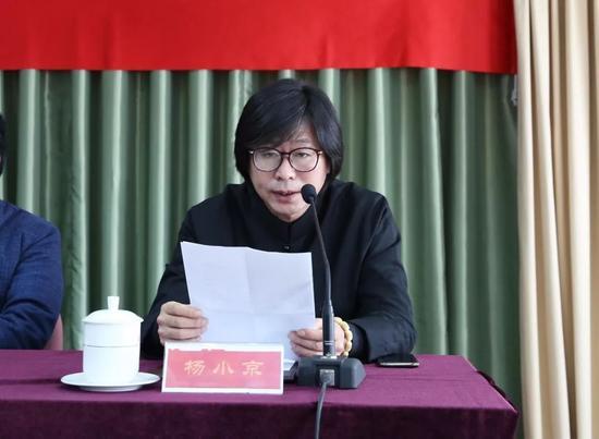 吴印咸家人代表、外孙杨小京在发布会上致辞。摄影:徐申