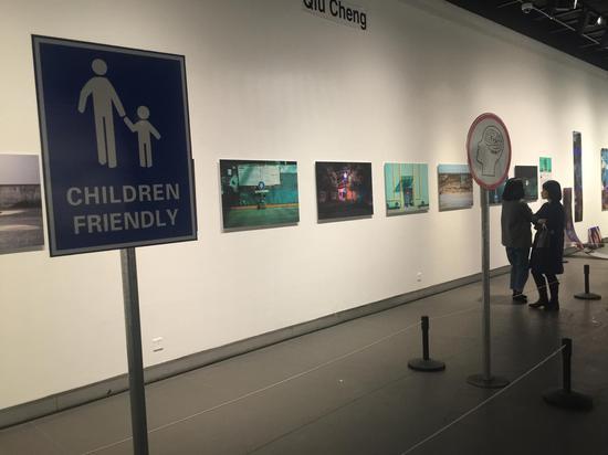 入展艺术家裘诚展览作品现场。