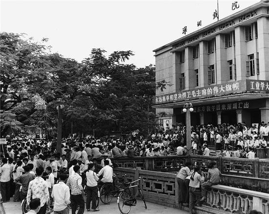 深圳戏院(20世纪70年代),何煌友摄。