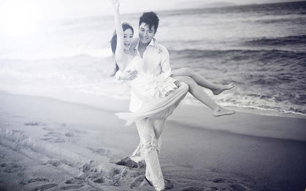 贾乃亮和李小璐离婚了吗 女方不久前带甜馨游日本被偶遇