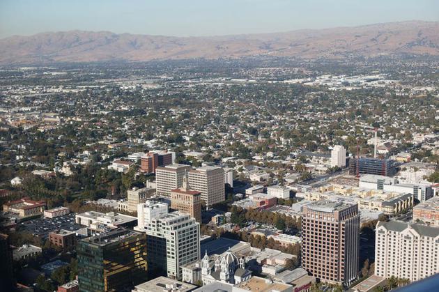 硅谷中产阶级:年入40万美元_依然过着吃土的日子
