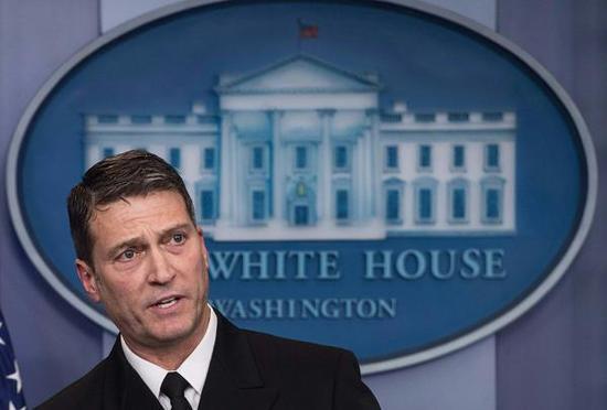 白宫医生、美国海军少将罗尼·杰克逊。 视觉中国 图
