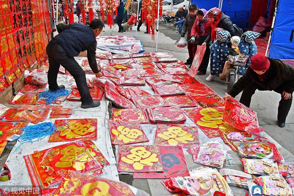 烟台:春节临近 年货俏销