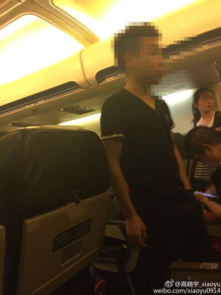 """中国一""""奇葩""""旅客大闹泰国航班 要求在机坪吸烟"""