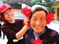 青岛将给敬老使者发政府津贴 每人每月1000元