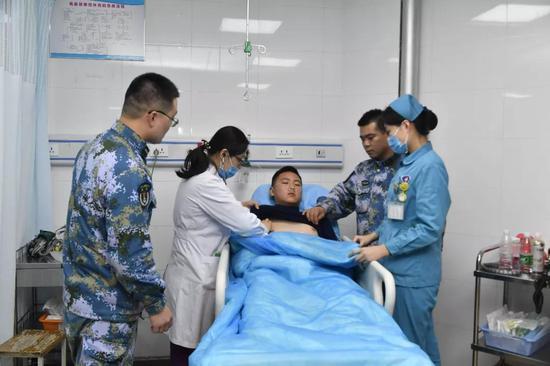△海军第971医院对董一凡进行全面检查