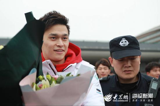 奥运冠军孙杨抵达青岛。