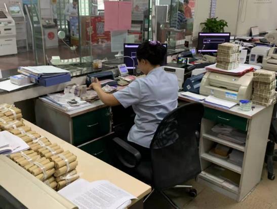 点滴见真情、服务在细节 —邮储银行青岛开发区香江路支行为公交公司无偿兑换清点零币