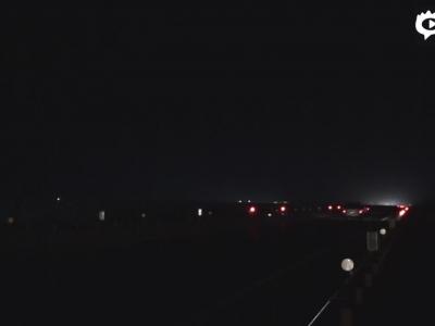 青兰高速女沽口大桥过车由黄灯变红灯 天黑自动开启