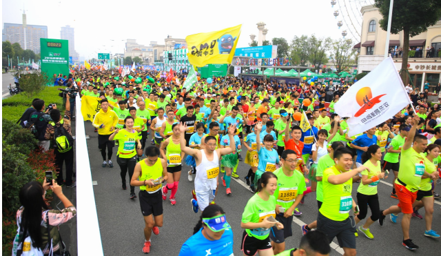 本届马拉松从赛事规格到跑道亮点,都吸引了众多跑步爱好者.