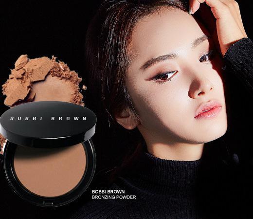 芭比波朗(BOBBI BROWN)飞霞粉饼:一款轻质的古铜色粉饼,可打造出更健康、自然的完美妆容。