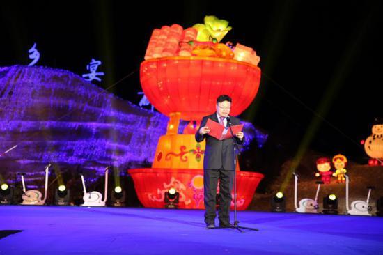图为:北京市延庆区井庄镇党委副书记、镇长刘军发表致辞